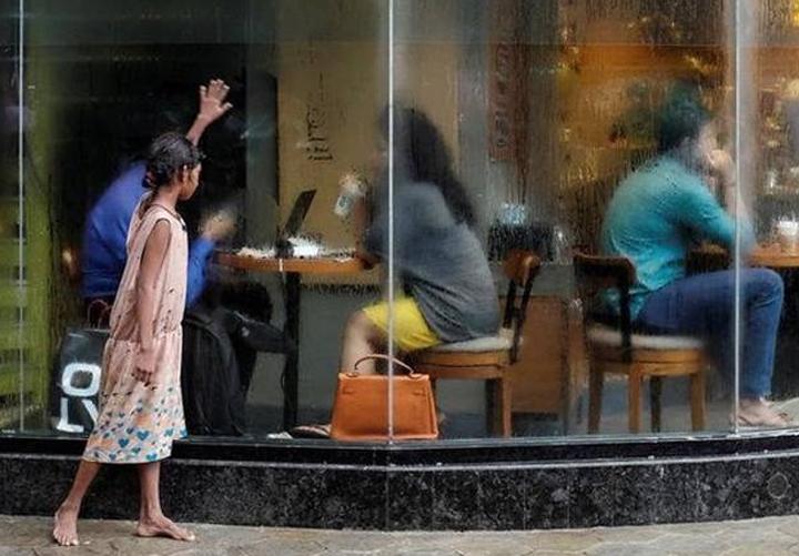 ഇന്ത്യന് സമ്പദ് വ്യവസ്ഥയുടെ 70% സമ്പത്തും അംബാനി അടക്കമുള്ള 63 കോടിപതികളുടെ കൈയ്യില്; ഓക്സ്ഫോം പഠനറിപ്പോര്ട്ട്
